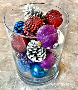 painted-pine-cones-Christmas-decoration